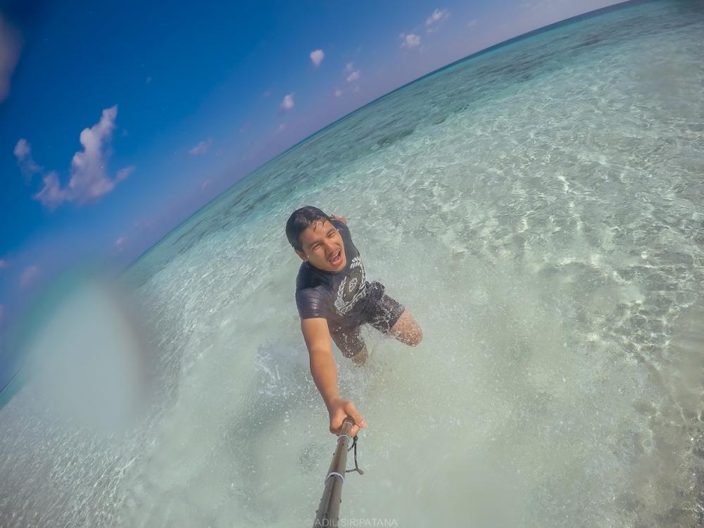 วันนี้ผมหนีภรรยามาดำน้ำคนเดียวครับ ระหว่างพักระหว่าง dive เขาก็พามาเกาะทรายกลางทะเลแห่งหนึ่ง สวบงามมาก